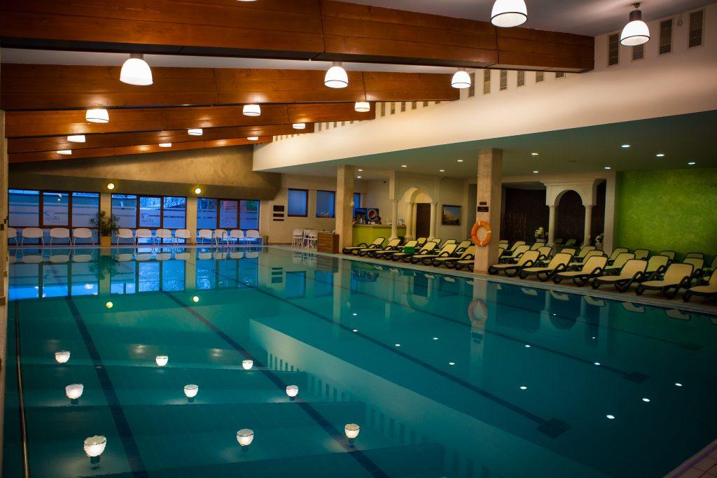 Piscina cu ap dulce hotel apollo wellness club spa for Hotel cu piscina